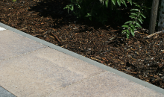 Semmelrock zahradní obrubník 100 cm, výška 30 cm