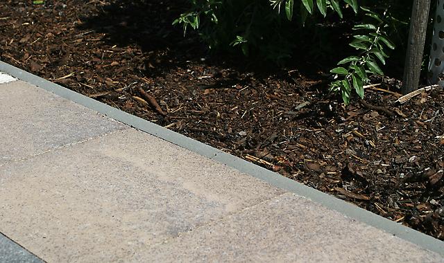 Semmelrock zahradní obrubník 100cm , výška 25 cm SEMMELROCK STEIN + DESIGN